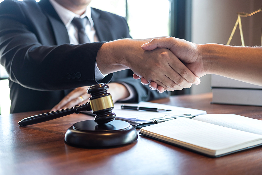 Divorce lawyer in Sydney meeting a client